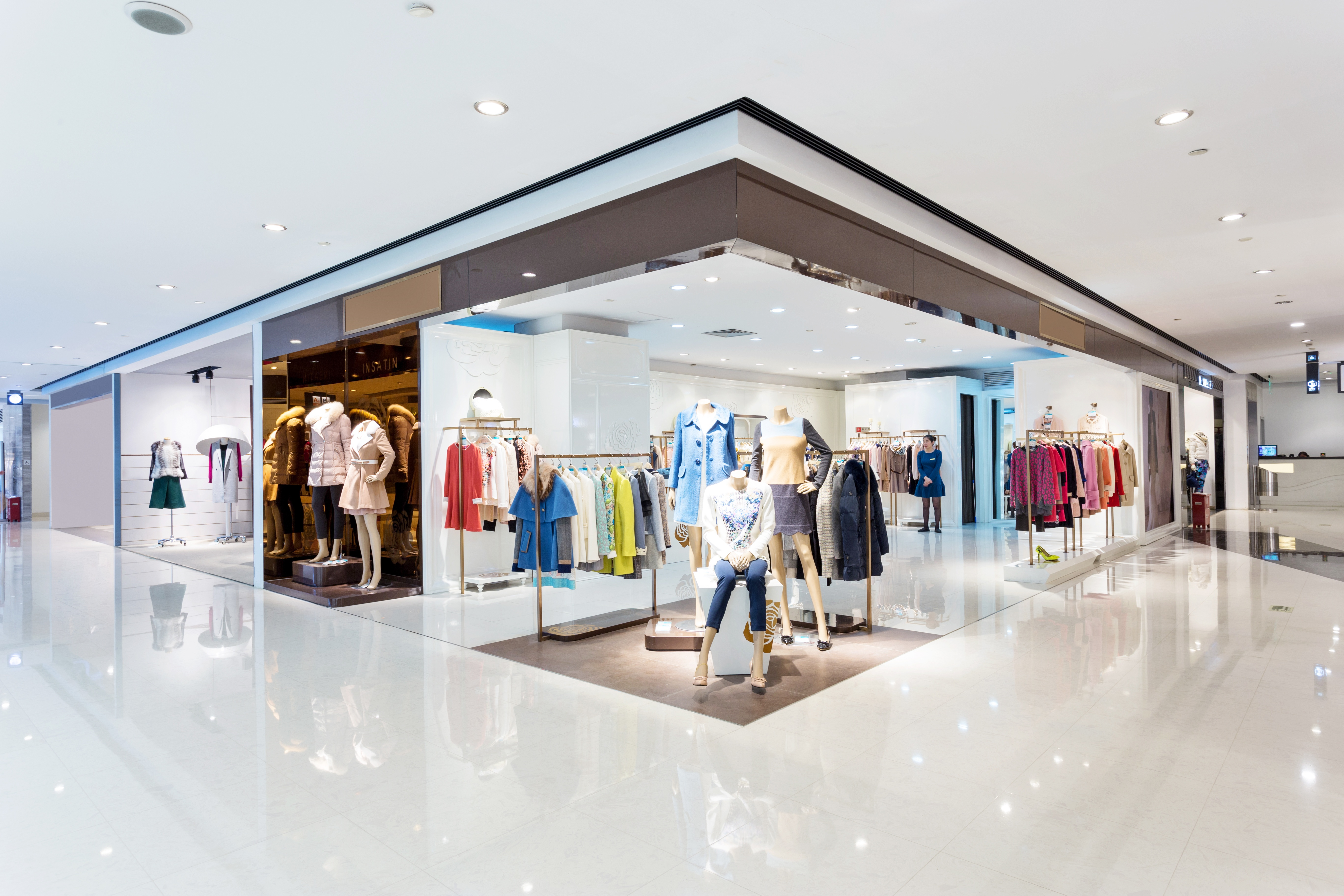 Image of interior of shopping mall to help show what mystery shopping is.